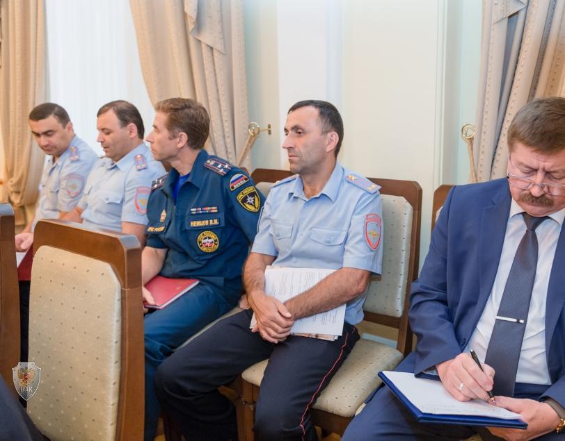 Глава Карачаево-Черкесии Рашид Темрезов провел совместное заседание Антитеррористической комиссии и Оперативного штаба