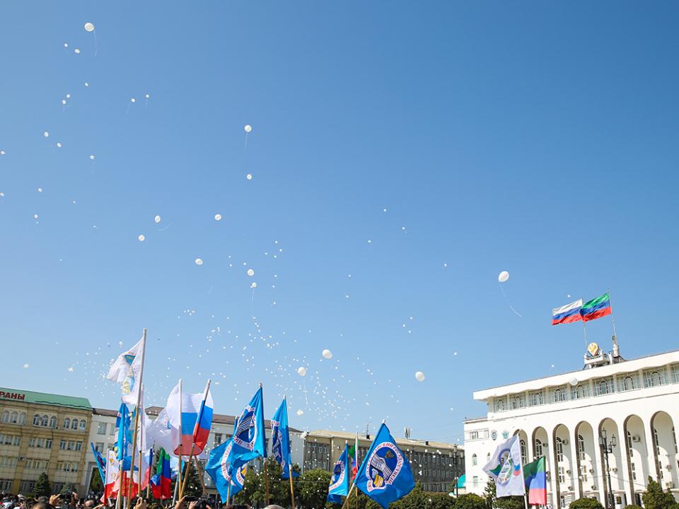 Флешмоб с запуском белых шаров в небо, проведенный в рамках республиканской акции, приуроченной ко Дню солидарности в борьбе с терроризмом. 03.09.2018
