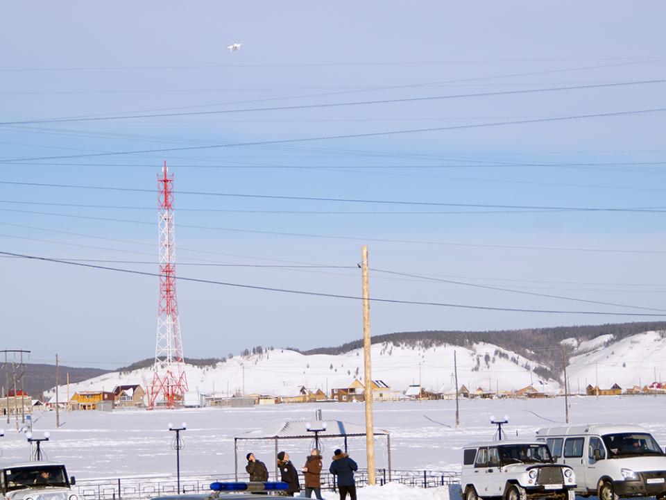 Осуществлен запуск квадрокоптера ГУ МЧС России по Республике Саха (Якутия), который позволяет осуществлять наблюдение за действиями «террористов».