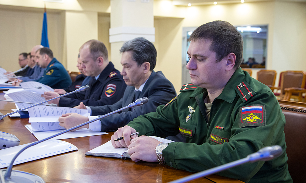 В Сахалинской области обсудили состояние безопасности в транспортной отрасли и выработали мероприятия в сфере борьбы с незаконным  оборотом оружия