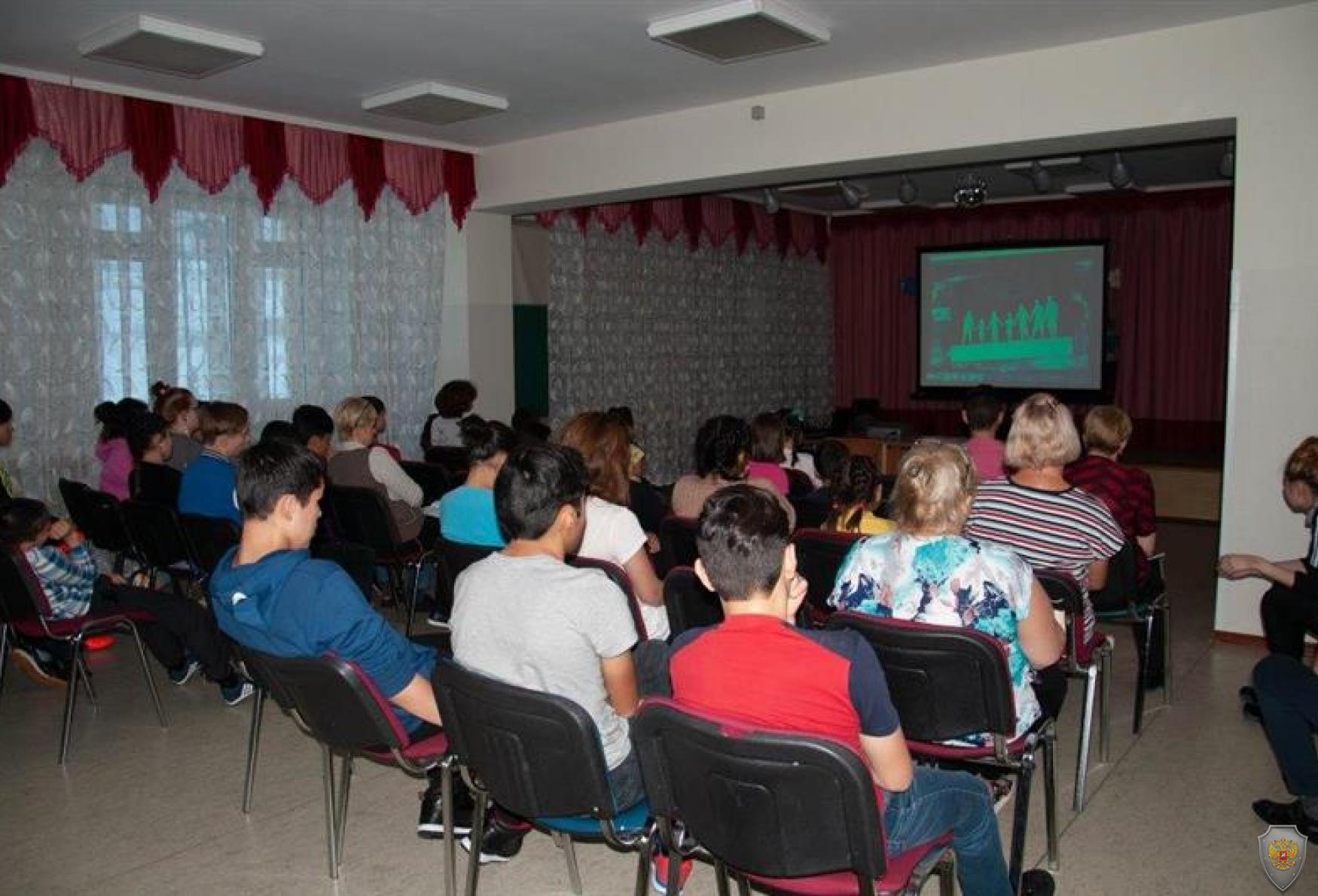 Росгвардейцы провели уроки безопасности в реабилитационном центре и многопрофильном колледже в Анадыре