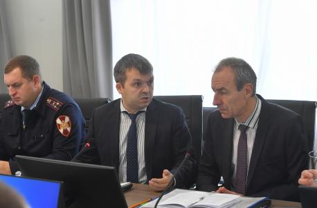 В обсуждении состояния защищенности объектов транспорта принял участие Удмуртский транспортный прокурор С.В.Коньков