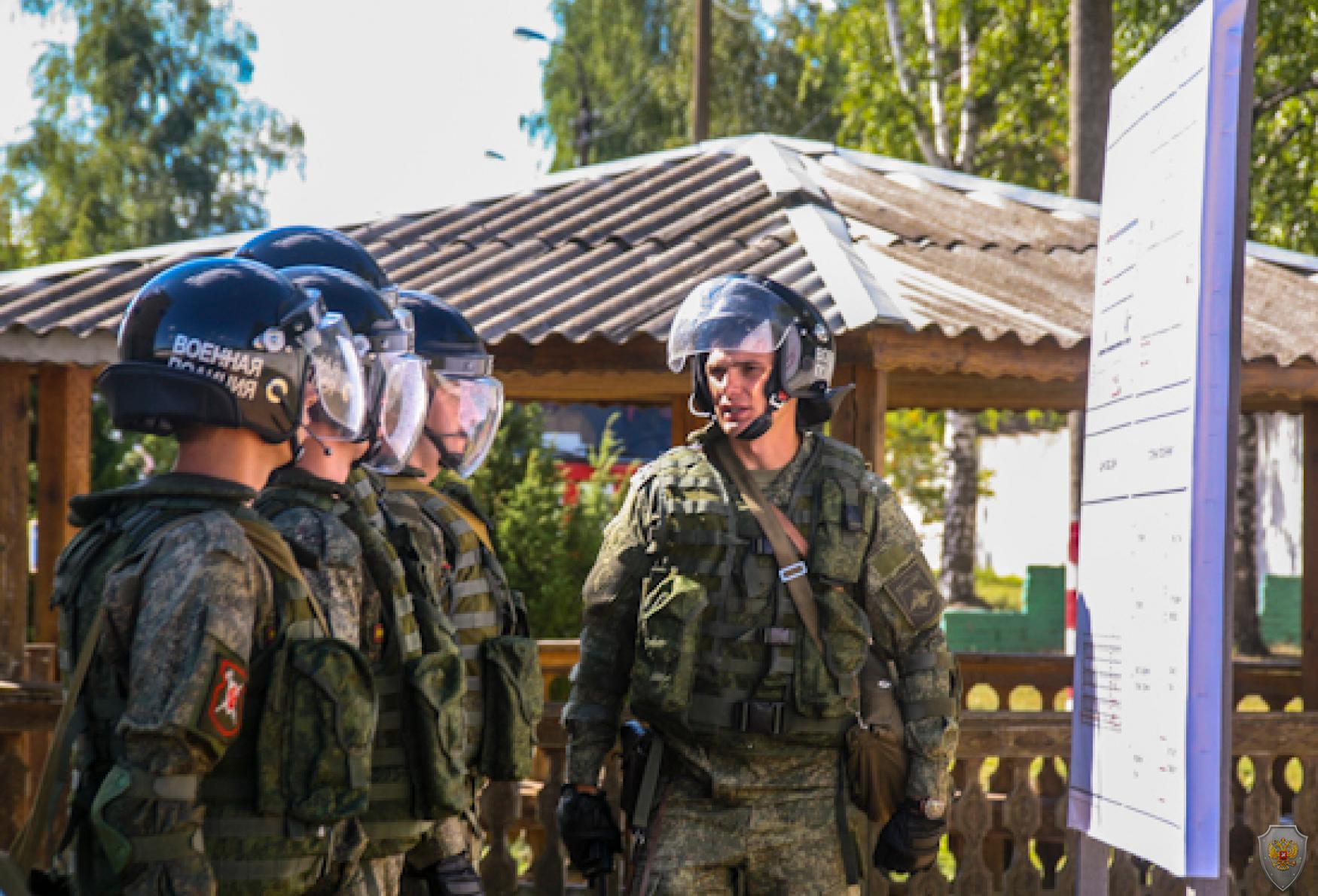 Комплексные тренировки противодействия терроризму провели подразделения военной полиции ЗВО в Нижегородской области